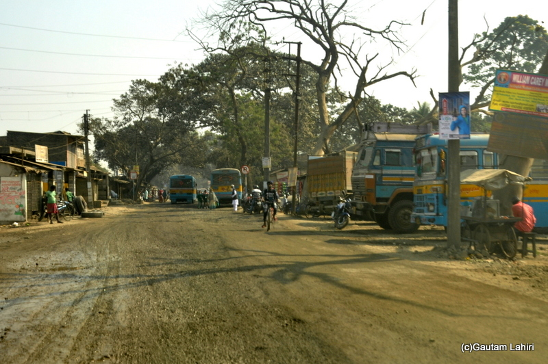 Very bad road from Kolkata to Chandraketugarh, taken by Gautam Lahiri