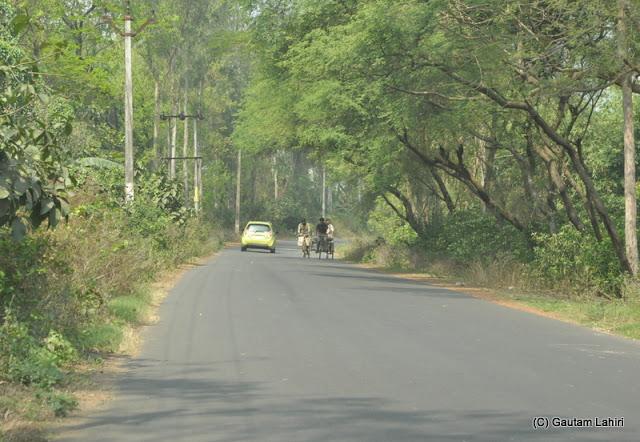 Gadiara road from NH2 in Hooghly, West Bengal, India by Gautam Lahiri