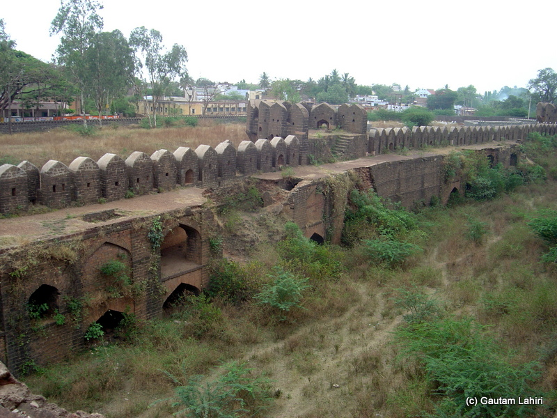 The western fort corridor, with the wide rampart, were supported by arched hollows that acted as some sort of a storage. The mort was beyond the wall at Bidar fort by Gautam Lahiri