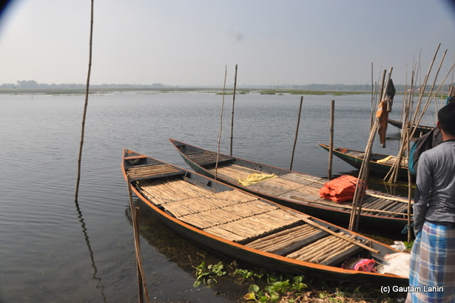 Chupir Chor, the local name for the lake at Purbasthali. The boats were a welcome sight by Gautam Lahiri