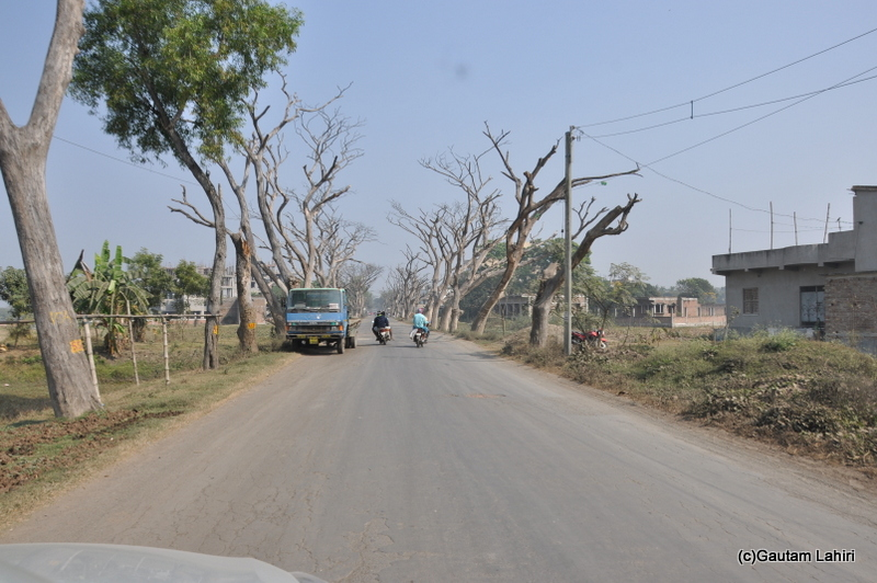 Growing population on the road from Kolkata to Chandraketugarh, taken by Gautam Lahiri