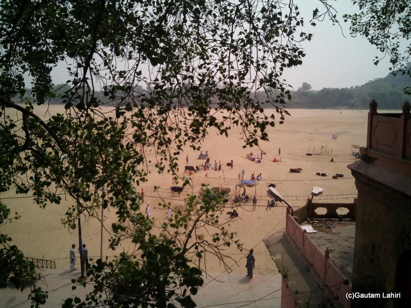 At Gaya, the dried out Phalgu river played a crucial part in the entire pinda dan process, taken by Gautam Lahiri