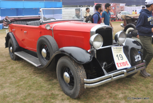 The 1930 Nash, 40 HP, 6 cylinders growled to catch the attention of the bystanders  at Kolkata, West Bengal, India by Gautam Lahiri