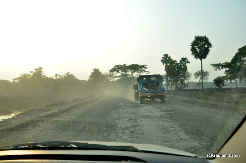 Terrible road from Chandraketugarh to Kolkata, taken by Gautam Lahiri