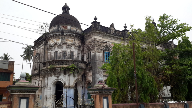 A very old-styled building of Chandannagar town as we drove past it by Gautam Lahiri